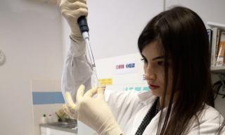 Serena Cosentino nel Laboratorio ENEA